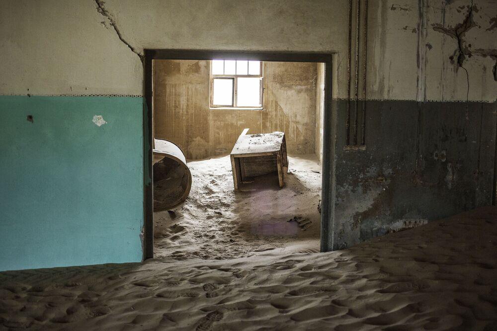Namibia, una casa abbandonata a Kolmanskop.