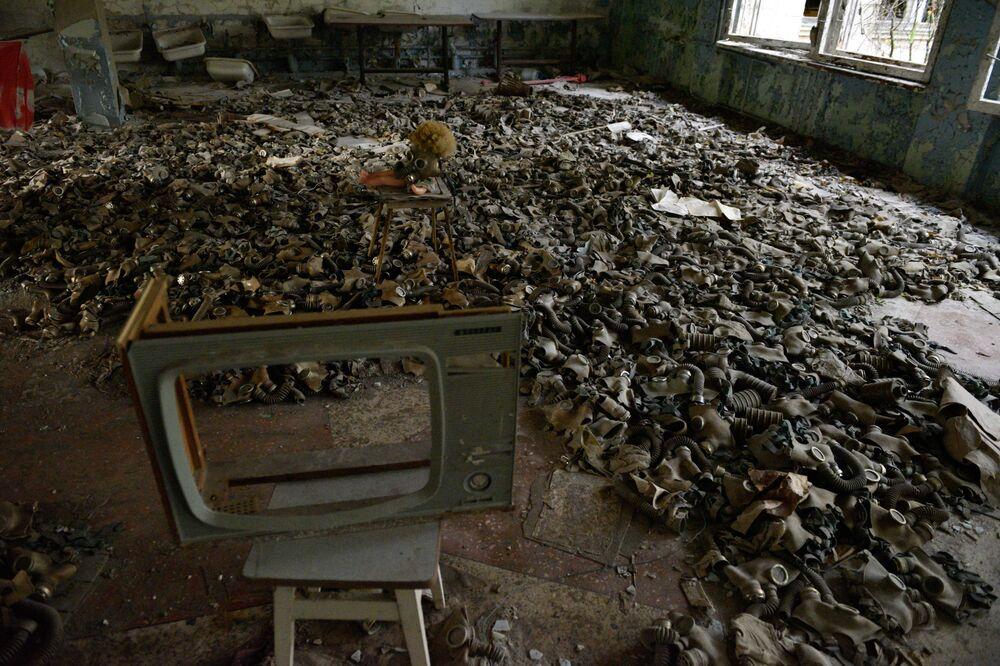 Ucraina, una stanza con le maschere a Pryp'jat'. La città è stata abbandonata dopo il disastro nucleare avvenuto alla centrale di Černobyl'.