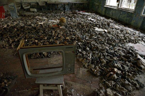 Ucraina, una stanza con le maschere a Pryp'jat'. La città è stata abbandonata dopo il disastro nucleare avvenuto alla centrale di Černobyl'. - Sputnik Italia