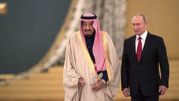 I colloqui tra il presidente della Federazione, Vladimir Putin, e il re saudita Salman bin Abdulaziz Al Saud - Sputnik Italia