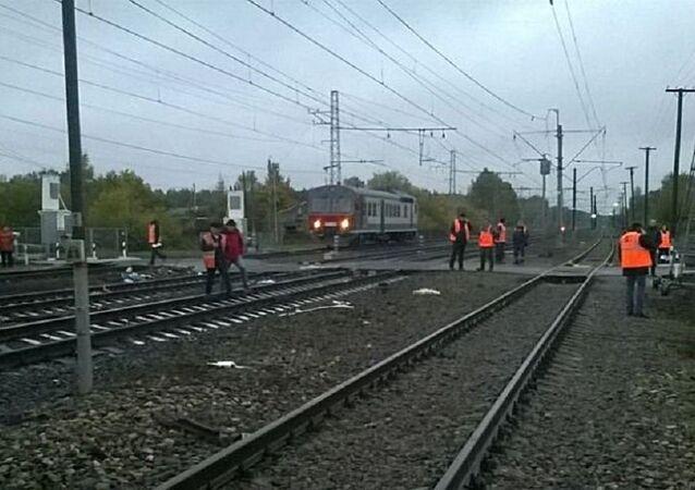 Un autobus con la targa del Kazakistan e un treno si sono scontrati ad un incrocio ferroviario nella regione di Vladimir