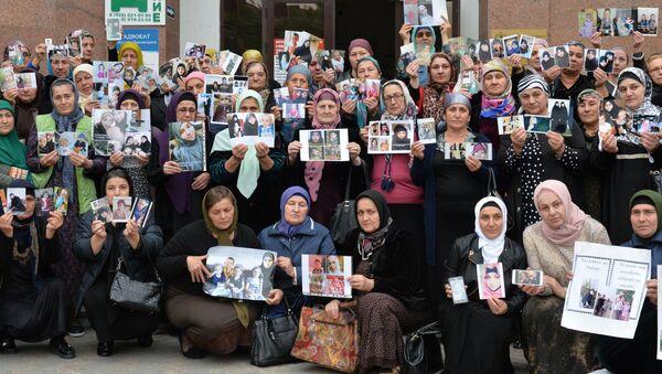 Женщины из Чечни и других регионов, ищущие пропавших детей и внуков - Sputnik Italia