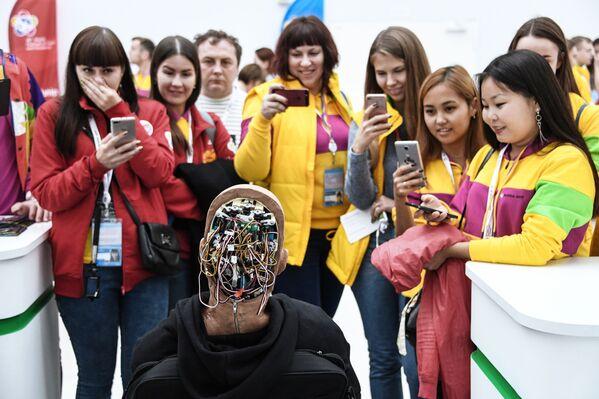 I partecipanti al 19° Festival Internazionale della Gioventù a Sochi - Sputnik Italia