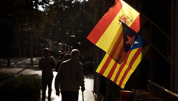 Bandiera catalana e spagnola - Sputnik Italia