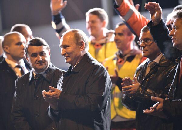 Il presidente russo Vladimir Putin durante una visita di lavoro a San Pietroburgo. - Sputnik Italia