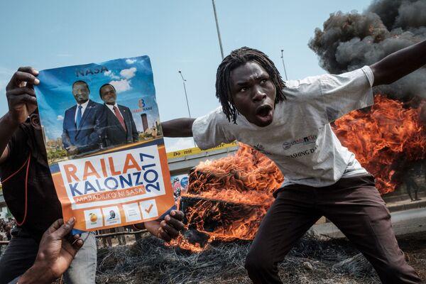 Manifestanti chiedono le dimissioni degli ufficiali che fanno parte della Commissione per elezioni e frontiere, Kenya. - Sputnik Italia