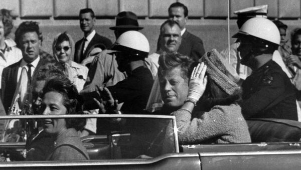 Presidente John F. Kennedy pochi istanti prima di essere ucciso a Dallas, 22 novembre 1963 - Sputnik Italia