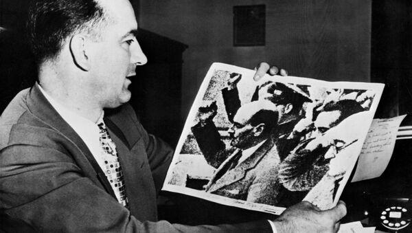 Il senatore Joseph McCarthy - Sputnik Italia