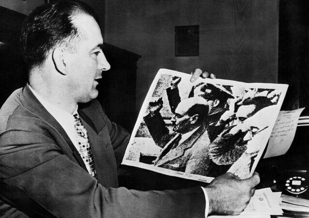 Il senatore Joseph McCarthy