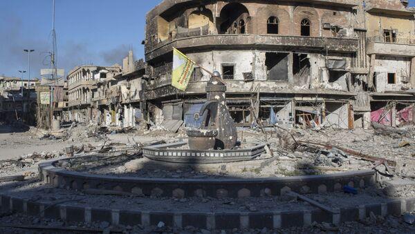 Разрушенные здания в сирийской Ракке - Sputnik Italia