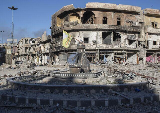 Разрушенные здания в сирийской Ракке