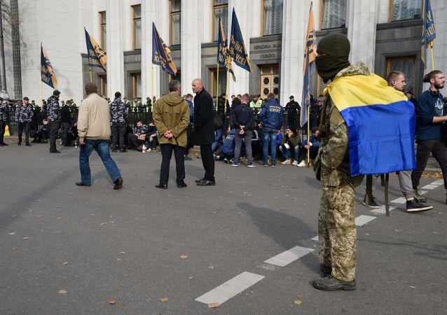 Manifestanti davanti il Parlamento ucraino (foto d'archivio)