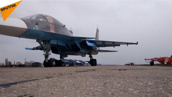 Il rifornimento in volo dei caccia Sukhoi SU-34 - Sputnik Italia