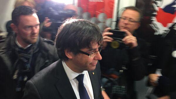 Carles Puigdemont al Parlamento di Catalogna in Barcellona. - Sputnik Italia