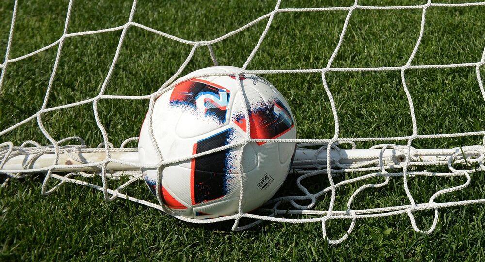 Un pallone gonfia la rete, il momento più bello di una partita di calcio