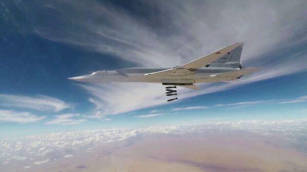 Il TU-22M3 bombarda il Daesh a Deir ez Zor - Sputnik Italia