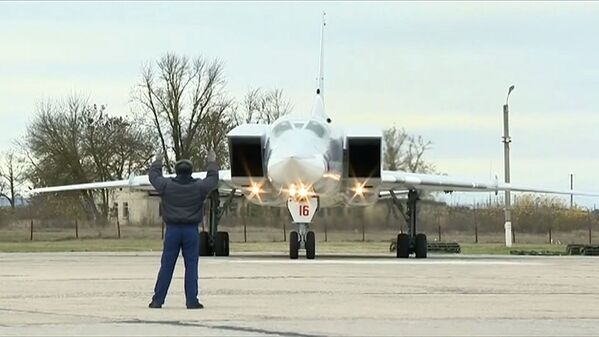 I raid aerei dei bombardieri Tu-22M3 contro le postazioni dei terroristi a Deir Ez Zor - Sputnik Italia