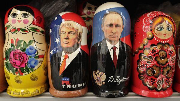 Le Matryoshka con le immagini di Trump e Putin. - Sputnik Italia