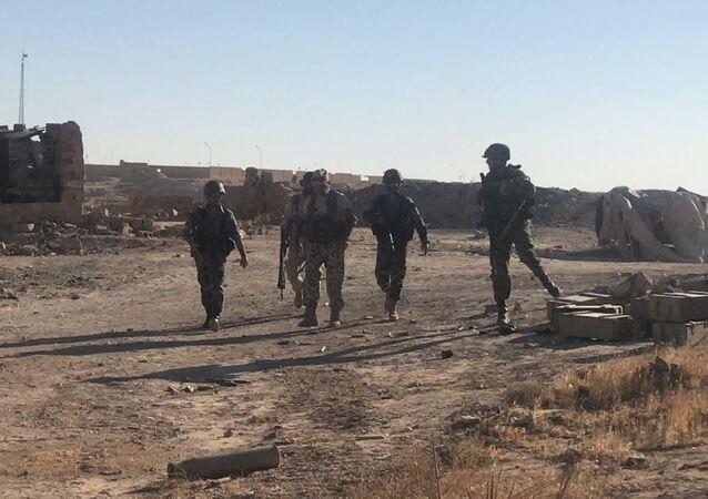 Un'offensiva dell'esercito siriano nei pressi di Deir-ez-Zor. Foto d'archivio.