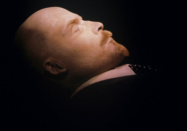 Vladimir Lenin nel Mausoleo