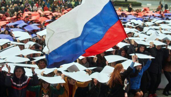 Флешмоб Горжусь Россией!, посвященный третьей годовщине воссоединения Крыма с Россией - Sputnik Italia