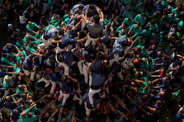 Un castello di persone durante la Giornata dei Morti nei pressi di Barcellona, Spagna. - Sputnik Italia