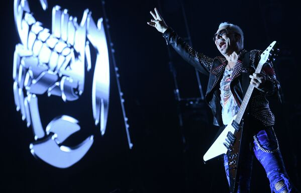 Il ghitarrista di Scorpions si esibisce al concerto a Mosca. - Sputnik Italia
