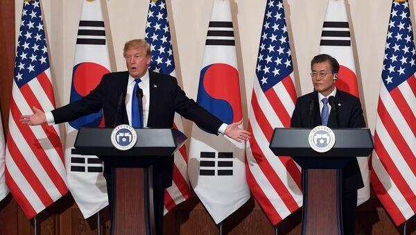 Il presidente USA Donald Trump e il presidente sudcoreano Moon Jae-in - Sputnik Italia