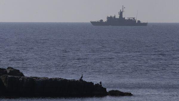 A Greek Navy warship patrols near the eastern Greek Island of Agathonisi and the nearby Turkish shores, on the Aegean Sea (File) - Sputnik Italia