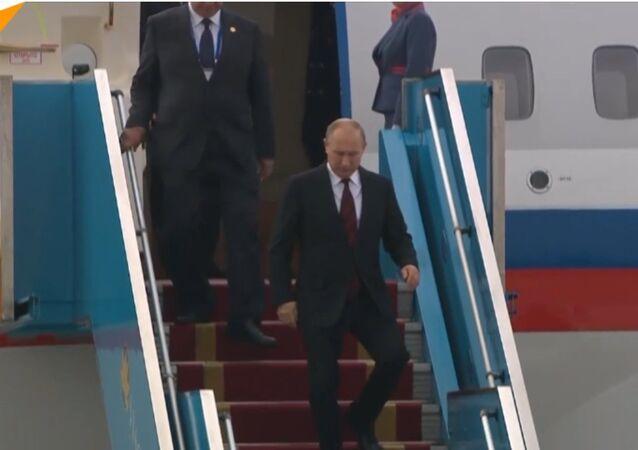 Putin arriva al vertice APEC