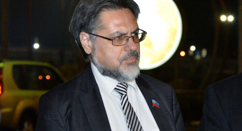 Vladislav Deinego (a sinistra)