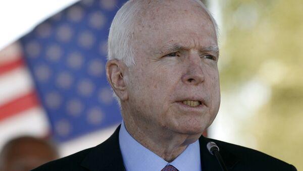 In this May 30, 2016, photo, Sen. John McCain, R-Ariz, speaks during a Phoenix Memorial Day Ceremony at the National Memorial Cemetery of Arizona in Phoenix. - Sputnik Italia