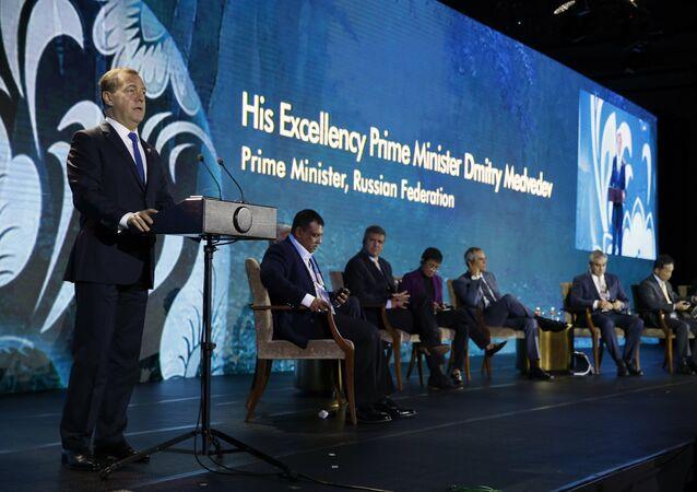 Il premier russo Dmitry Medvedev al vertice dell'Asea in Filippine.