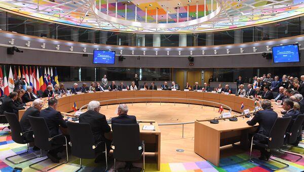 Ventitre Paesi Ue firmano l'accordo sulla cooperazione strutturata permanente nel settore della Difesa (PESCO) - Sputnik Italia