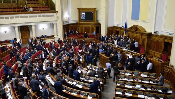 Депутаты на заседании Верховной рады Украины в Киеве - Sputnik Italia