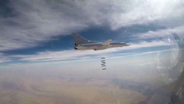 A Russian Air Force long-range bomber TU-22M3 seen here bombing Daesh targets in Syrian province of Deir ez-Zor - Sputnik Italia