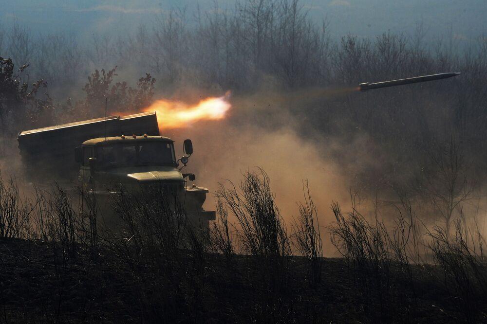 Il lanciarazzi multiplo BM-21 Grad alle esercitazioni russo-indiane.