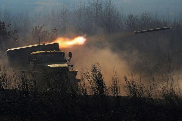 Il lanciarazzi multiplo BM-21 Grad alle esercitazioni russo-indiane. - Sputnik Italia