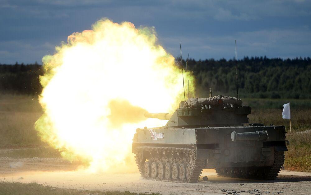 Il cannone anticarro semovente Sprut-B.