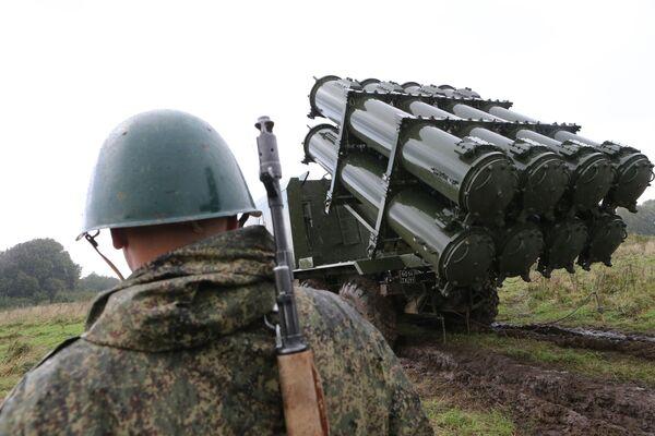 Il lancio del missile antinave del complesso lanciamissili della difesa costiera Bal nel quadro delle esercitazioni Zapad-2017. - Sputnik Italia