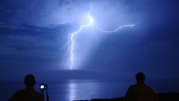 Молния в небе Калифорнии - Sputnik Italia