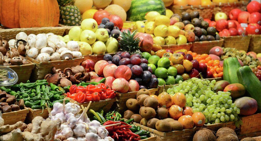Mercato di frutta e legumi