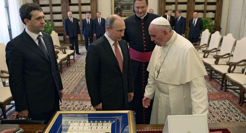 Scambio di doni tra Papa Francesco e Vladimir Putin