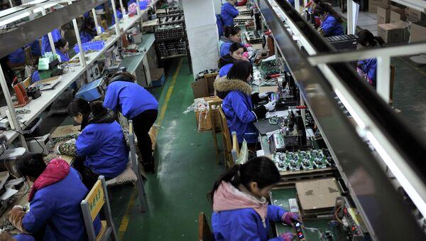 Lavoratori in industria elettronica - Sputnik Italia