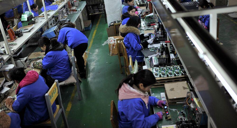 Lavoratori in industria elettronica