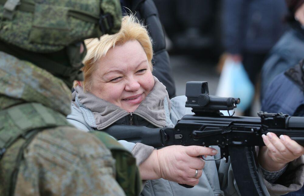 Le armi della flotta del Baltico in mostra a Kaliningrad
