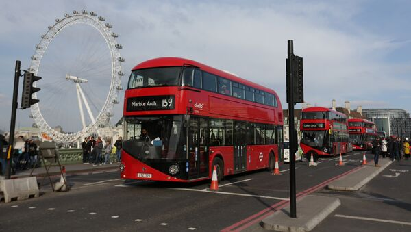 Bus a Londra - Sputnik Italia