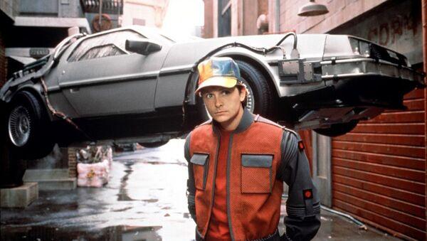 Právě do 21. října roku 2015 odcestoval Marty McFly z roku 1985 ve druhém díle Návratu do budoucnosti - Sputnik Italia