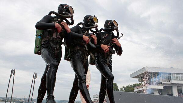 Морская пехота Черноморского флота России на праздновании Дня Военно-морского флота России - Sputnik Italia