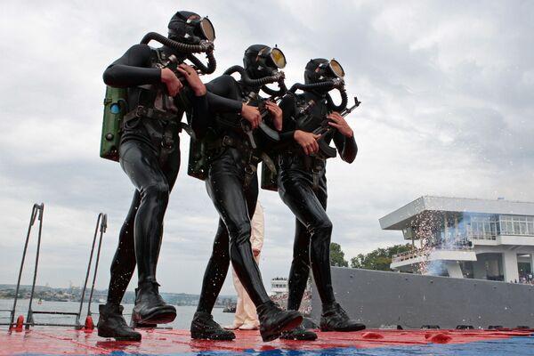Scene di vita delle truppe anfibie russe - Sputnik Italia